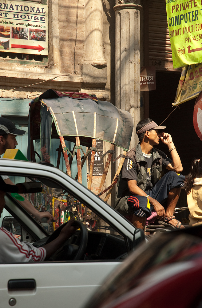 nepal-kathmandu-riscio-bicicletta-traffico