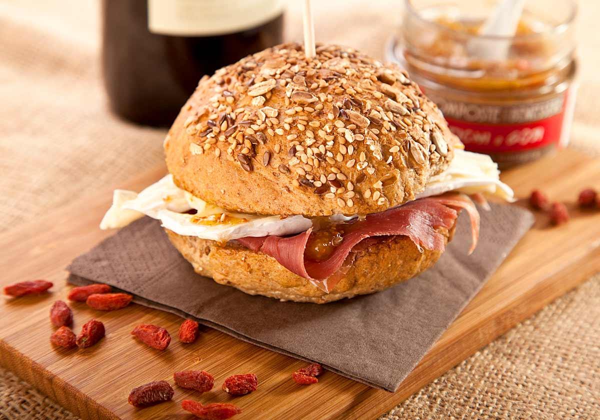 panino-fichi-brie-prosciutto-goji-marmellata-semi