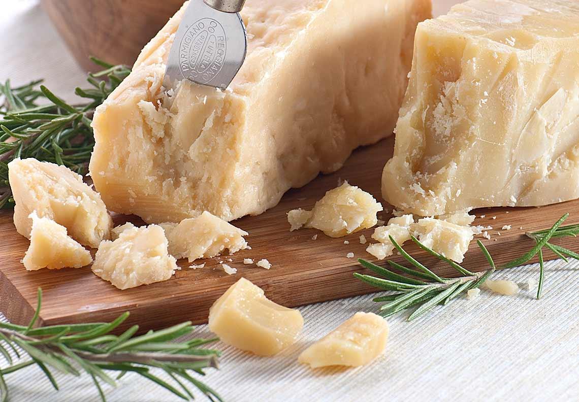 formaggio-parmigiano-stagionato